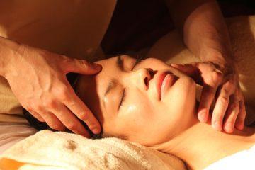 Image de massage bien-être symbolisant la médecine complémentaire